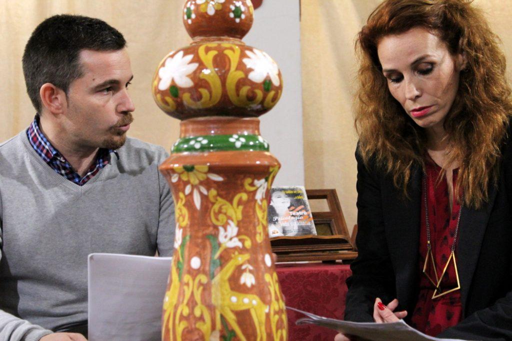 Manuel Paz Yepes e Isabel Pintor Maya en una escena de la presentación de 'Teatro, Psicología y Vida Cotidiana'.